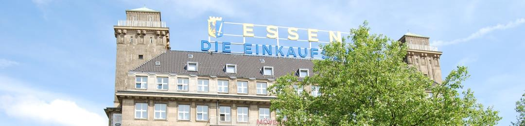 Detektive observieren am Willy-Brand-Platz in Essen